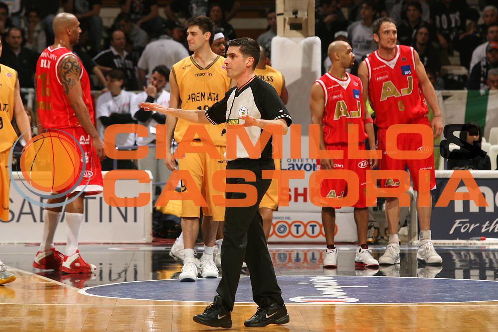 DESCRIZIONE : Bologna Coppa Italia 2006-07 Quarti di Finale Armani Jeans Milano Premiata Montegranaro <br /> GIOCATORE : Arbitro Sabetta <br /> SQUADRA : Armani Jeans Milano <br /> EVENTO : Campionato Lega A1 2006-2007 Tim Cup Final Eight Coppa Italia Quarti di Finale <br /> GARA : Armani Jeans Milano Premiata Montegranaro <br /> DATA : 08/02/2007 <br /> CATEGORIA : Arbitro<br /> SPORT : Pallacanestro <br /> AUTORE : Agenzia Ciamillo-Castoria/M.Marchi