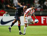 Fotball<br /> Frankrike / Irland<br /> Foto: Dppi/Digitalsport<br /> NORWAY ONLY<br /> <br /> FOOTBALL - UEFA CUP 2006/2007 - 1ST ROUND - 2ND LEG - PARIS SAINT GERMAIN v DERRY CITY FC - 28/09/2006<br /> <br /> SAMMY TRAORE (PSG) / GARY BECKETT (DER)