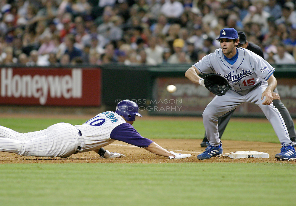 Phoenix, AZ 06-04-04 L.A.Dodgers First Baseman Shawn Green is a little late receiving the throw as the Arizona Diamondbacks' Alex Cintron dives back to first. The Dodgers won 7-3. Ross Mason photo