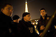 Paris, France. 1er Mai 2009..Brigade Fluviale de Paris..22h25 En ronde de surveillance sur la Seine...Paris, France. May 1st 2009..Paris fluvial squad..10:25 pm Night watching patrol on the Seine
