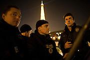 Paris, France. 1er Mai 2009..Brigade Fluviale de Paris..22h25 En ronde de surveillance sur la Seine...Paris, France. May 1st 2009..Paris fluvial squad..10:25 pm Night watching patrol on the Seine