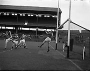 10/09/1961<br /> 09/10/1961<br /> 10 September 1961<br /> All-Ireland Junior Home Final: Kerry v Meath at Croke Park, Dublin.