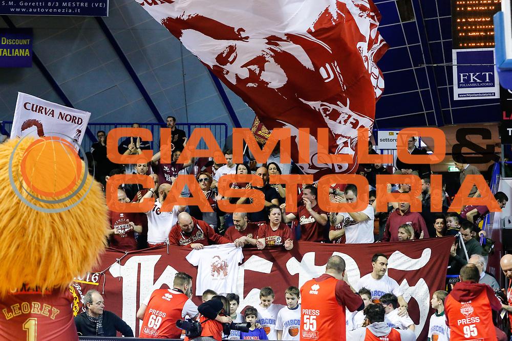 DESCRIZIONE : Venezia Lega A 2015-16 Umana Reyer Venezia - Enel Brindisi<br /> GIOCATORE : Tifosi Umana Reyer Venezia<br /> CATEGORIA : Tifosi<br /> SQUADRA : Umana Reyer Venezia - Enel Brindisi<br /> EVENTO : Campionato Lega A 2015-2016<br /> GARA : Umana Reyer Venezia - Enel Brindisi<br /> DATA : 28/02/2016<br /> SPORT : Pallacanestro <br /> AUTORE : Agenzia Ciamillo-Castoria/G. Contessa<br /> Galleria : Lega Basket A 2015-2016 <br /> Fotonotizia : Venezia Lega A 2015-16 Umana Reyer Venezia - Enel Brindisi