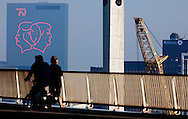 ROTTERDAM - OP het gebouw van Nationale Nederlanden siert een hele grote afbeelding van Koningin Beatrx en prins Willem Alexander speciaal voor de as nieuwe Koning op 30 april . COPYRIGHT ROBIN UTRECHT FOTOGRAFIE