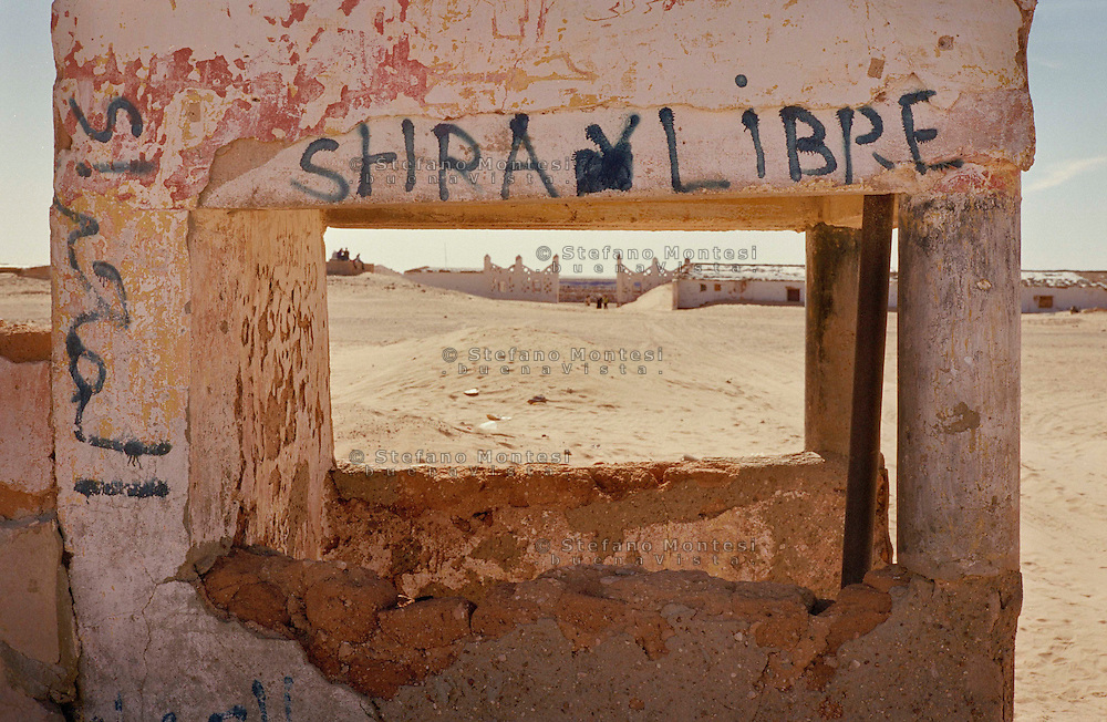 The school on October 12 between the refugee camps of Smara and Dakhla will the Sahara desert. January 2008