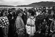 Deux jeunes Inuit pratique le chant de gorge devant leurs camarades.<br />  Campement d'Okpiapik. Nunavik.