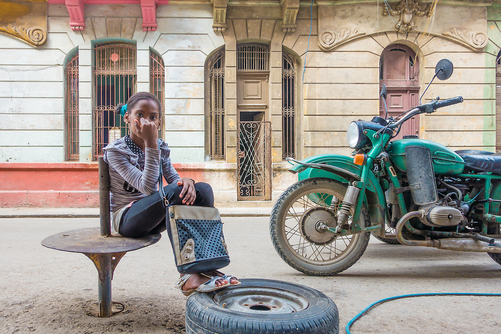 Girl with tire in Centro.