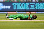 14th January 2019, Melbourne Cricket Ground, Melbourne, Australia; Australian Big Bash Cricket, Melbourne Stars versus Hobart Hurricanes;  Dwayne Bravo of the Melbourne Stars reacts after being hit in the foot with the ball
