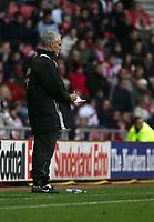 Photo: Andrew Unwin.<br />Sunderland v Aston Villa. The Barclays Premiership.<br />19/11/2005.<br />Sunderland's manager, Mick McCarthy, takes notes.