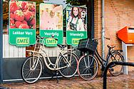 LEERDAM de Emte supermarkt . een Sligro winkel in Rotterdam Jumbo heeft samen met een andere partij een bod uitgebracht op de supermarkten van Sligro. De hoogte van het bod is niet bekend. Dat meldt De Telegraaf donderdag op basis van bronnen in de markt. Sligro heeft naast zijn groothandelsactiviteiten 131 supermarkten onder de merknaam Emté ROBIN UTRECHT