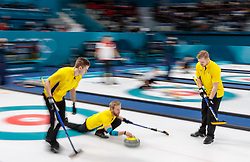 20.02.2018, Gangneung Curling Centre, Gangneung, KOR, PyeongChang 2018, Curling, Herren, Robin Session, im Bild Team Schweden mit Edin Niklas, Eriksson Oskar, Wranaa Rasmus, Sundgren Christoffer, Leek Henrik // Team Sweden with Edin Niklas Eriksson Oskar Wranaa Rasmus Sundgren Christoffer Leek Henrik during the Mens Curling Robin Session of the Pyeongchang 2018 Winter Olympic Games at the Gangneung Curling Centre in Gangneung, South Korea on 2018/02/20. EXPA Pictures © 2018, PhotoCredit: EXPA/ Johann Groder