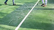 BLOEMENDAAL - hoofdklasse competitie mannen Bloemendaal-Kampong (1-1) . IJs op het veld. De wedstrijd werd naar een ander veld verplaatst. COPYRIGHT KOEN SUYK