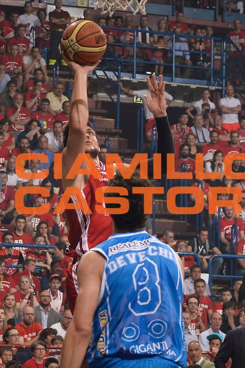 DESCRIZIONE :  Lega A 2014-15  EA7 Milano -Banco di Sardegna Sassari playoff Semifinale gara 7<br /> GIOCATORE : Gentile Alessandro<br /> CATEGORIA : Low Tiro<br /> SQUADRA : EA7 Milano<br /> EVENTO : PlayOff Semifinale gara 7<br /> GARA : EA7 Milano - Banco di Sardegna Sassari PlayOff Semifinale Gara 7<br /> DATA : 10/06/2015 <br /> SPORT : Pallacanestro <br /> AUTORE : Agenzia Ciamillo-Castoria/Richard Morgano<br /> Galleria : Lega Basket A 2014-2015 Fotonotizia : Milano Lega A 2014-15  EA7 Milano - Banco di Sardegna Sassari playoff Semifinale  gara 7<br /> Predefinita :