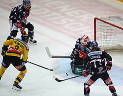09.03.2018, Albert Schultz Halle, Wien, AUT, EBEL, Vienna Capitals vs HC TWK Innsbruck Die Haie, Playoff Viertelfinale, 1. Spiel, im Bild Peter Schneider (UPC Vienna Capitals), Jeremie Oulett Blain (HC TWK Innsbruck Die Haie), Rene Swette (HC TWK Innsbruck Die Haie) und Philipp Lindner (HC TWK Innsbruck Die Haie) // during the Erste Bank Icehockey League 1st round quarterfinal playoff match between Vienna Capitals and HC TWK Innsbruck Die Haie at the Albert Schultz Ice Arena, Vienna, Austria on 2018/03/09. EXPA Pictures © 2018, PhotoCredit: EXPA/ Thomas Haumer