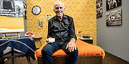 26-06-2015: Grande opening Hotel Heroique: Utrecht<br /> <br /> Tourwinnaar Joop Zoetemelk in zijn hotelkamer<br /> <br /> Een grote tentoonstelling in het oude postkantoor aan de Neude, met werk van Utrechtse en buitenlandse schilders, kunstenaar Ruud Kuijer en een aantal bekende Nederlandse Tour fotografen.<br /> <br /> Het idee kwam van Jeroen Wielaert. De ras Utrechter werkt sinds 1986 als verslaggever in de Tour. Hij kent het nomadische leven van de ronde zeer goed. Het is altijd verhuizen naar andere steden, met elke keer een ander hotel elke keer met andere decoraties. De tentoonstelling toont het verhaal van die tocht, de helden, wat ze ervaren en tegenkomen.