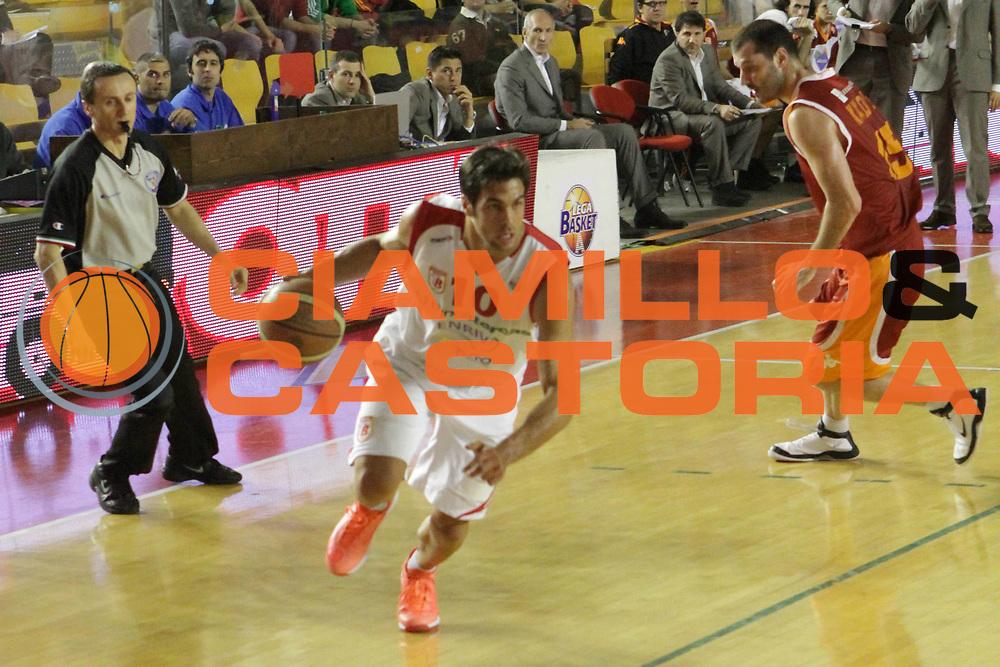 DESCRIZIONE : Roma Lega Basket A 2011-12  Acea Virtus Roma Banca Tercas Teramo<br /> GIOCATORE : Bruno Cerella<br /> CATEGORIA : palleggio<br /> SQUADRA :Acea Virtus Roma Banca Tercas Teramo<br /> EVENTO : Campionato Lega A 2011-2012 <br /> GARA :  Banca Tercas Teramo<br /> DATA : 16/04/2012<br /> SPORT : Pallacanestro  <br /> AUTORE : Agenzia Ciamillo-Castoria/ GiulioCiamillo<br /> Galleria : Lega Basket A 2011-2012  <br /> Fotonotizia : Roma Lega Basket A 2011-12 Acea Virtus Roma Banca Tercas Teramo<br /> Predefinita :