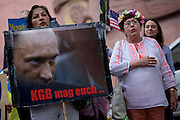 Frankfurt am Main | 05 July 2014<br /> <br /> Am Samstag (05.07.2014) demonstrierten am Domplatz in Frankfurt am Main etwa 25 Menschen f&uuml;r die Unabh&auml;ngigkeit der Ukraine und gegen den Einfluss von Russland.<br /> Hier: Eine Teilnehmerin der Demo mit einem Plakat mit einem Foto von Putin und der Aufschrift &quot;KGB mag euch...&quot;.<br /> <br /> [Foto honorarpflichtig, kein Model Release]<br /> <br /> &copy;peter-juelich.com