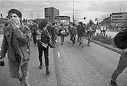 Nederland, Nijmegen, 10-9-1985Demonstratie van studenten tegen de wet op de studiefinanciering en hervormingen in het wetenschappelijk onderwijsdoor minister Deetman. Die kreeg te maken met grote demonstraties van studenten na de verhoging van de collegegelden en het verkorten van de studieduur.Foto: Flip Franssen/Hollandse Hoogte