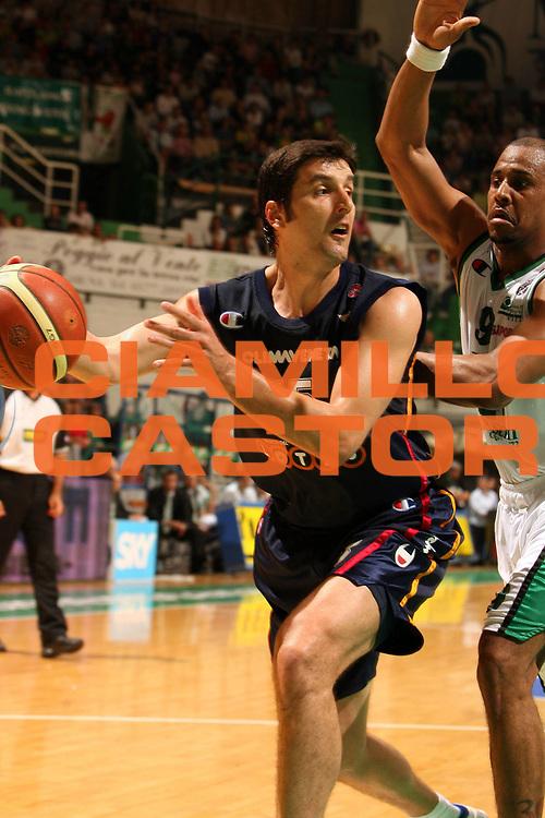 DESCRIZIONE : Siena Lega A1 2005-06 Play Off Quarti Finale Gara 3 Montepaschi Siena Lottomatica Virtus Roma <br /> GIOCATORE : Bodiroga<br /> SQUADRA : Lottomatica Virtus Roma<br /> EVENTO : Campionato Lega A1 2005-2006 Play Off Quarti Finale Gara 3<br /> GARA : Montepaschi Siena Lottomatica Virtus Roma <br /> DATA : 23/05/2006 <br /> CATEGORIA :<br /> SPORT : Pallacanestro <br /> AUTORE : Agenzia Ciamillo-Castoria/E.Castoria