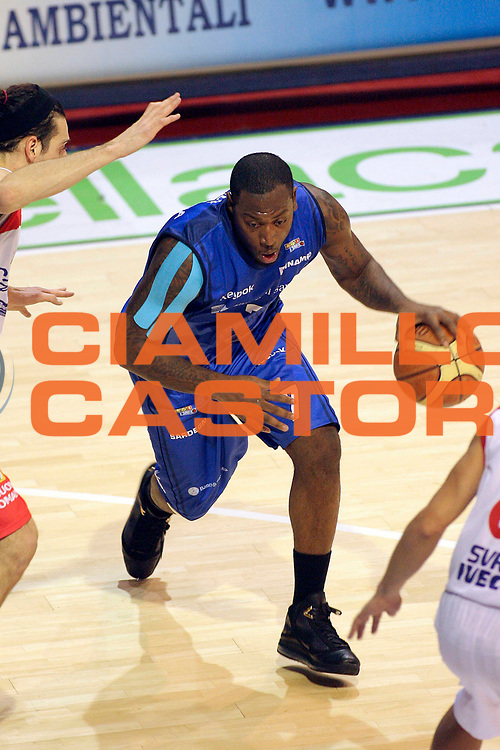 DESCRIZIONE : Pistoia Lega A2 2009-10 Carmatic Pistoia Banco Sardegna Sassari<br /> GIOCATORE : Kemp Marcelus <br /> SQUADRA : Banco Sardegna Sassari<br /> EVENTO : Campionato Lega A2 2009-2010<br /> GARA : Carmatic Pistoia Banco Sardegna Sassari<br /> DATA : 17/01/2010<br /> CATEGORIA : Palleggio<br /> SPORT : Pallacanestro<br /> AUTORE : Agenzia Ciamillo-Castoria/Stefano D'Errico<br /> Galleria : Lega Basket A2 2009-2010 <br /> Fotonotizia : Pistoia Lega A2 2009-2010 Carmatic Pistoia Banco Sardegna Sassari<br /> Predefinita :