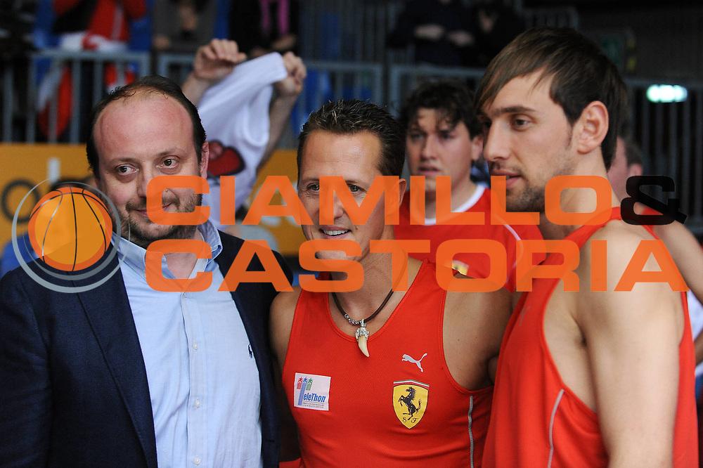 DESCRIZIONE : Cantu Lega A 2009-10 Un Campo per l'Aquila NGC Medical Cantu Scuderia Ferrari<br /> GIOCATORE : Giuseppe Poeta Andrea Capobianco Michael Schumacher<br /> SQUADRA :<br /> EVENTO : Campionato Lega A 2009-2010<br /> GARA : Un Campo per l'Aquila NGC Medical Cantu Scuderia Ferrari<br /> DATA : 16/11/2009<br /> CATEGORIA :<br /> SPORT : Pallacanestro<br /> AUTORE : Agenzia Ciamillo-Castoria/G.Cottini<br /> Galleria : Lega Basket A 2009-2010<br /> Fotonotizia : Cantu Campionato Italiano Lega A 2009-2010 Un Campo per l'Aquila NGC Medical Cantu Scuderia Ferrari<br /> Predefinita :