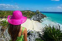 Mexique, état du Quintana Roo, Tulum, site archéologique Maya de Tulum sur la mer des Caraïbes, Plage de Tulum, touriste en vacance // Mexico, Tulum, archeological and ancient Maya site of Tulum, caribbean sea, Tulum beach, tourist in vacation