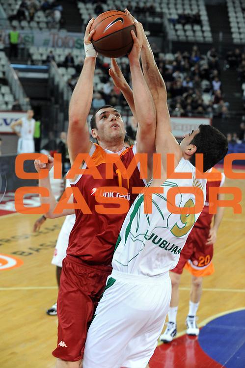 DESCRIZIONE: Roma Eurolega 2009-10 Lottomatica Virtus Roma Union Olimpija Lubiana<br /> GIOCATORE : Andrea Crosariol<br /> SQUADRA : Lottomatica Virtus Roma<br /> EVENTO : Eurolega 2009-2010<br /> GARA : Lottomatica Virtus Roma Union Olimpija Lubiana<br /> DATA : 14/01/2010 <br /> CATEGORIA : tiro<br /> SPORT : Pallacanestro <br /> AUTORE : Agenzia Ciamillo-Castoria/GiulioCiamillo<br /> Galleria : Eurolega 2009-2010 <br /> Fotonotizia : Roma Eurolega 2009-10 Lottomatica Virtus Roma Union Olimpija Lubiana<br /> Predefinita :