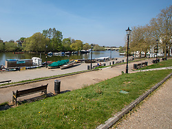 © Licensed to London News Pictures. 10/04/2020. London, UK. Richmond Riverside in South West London which would normally be packed on a sunny Easter Weekend with pub goers, sunbathers, picnickers and families remains almost empty as people keep away during lockdown as the coronavirus crisis continues. Photo credit: Alex Lentati/LNP