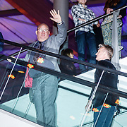 NLD/Amsterdam/20160307 - TV Beelden 2016, Paul de Leeuw en partner Stephan Nugter ontvluchtten via de roltrap