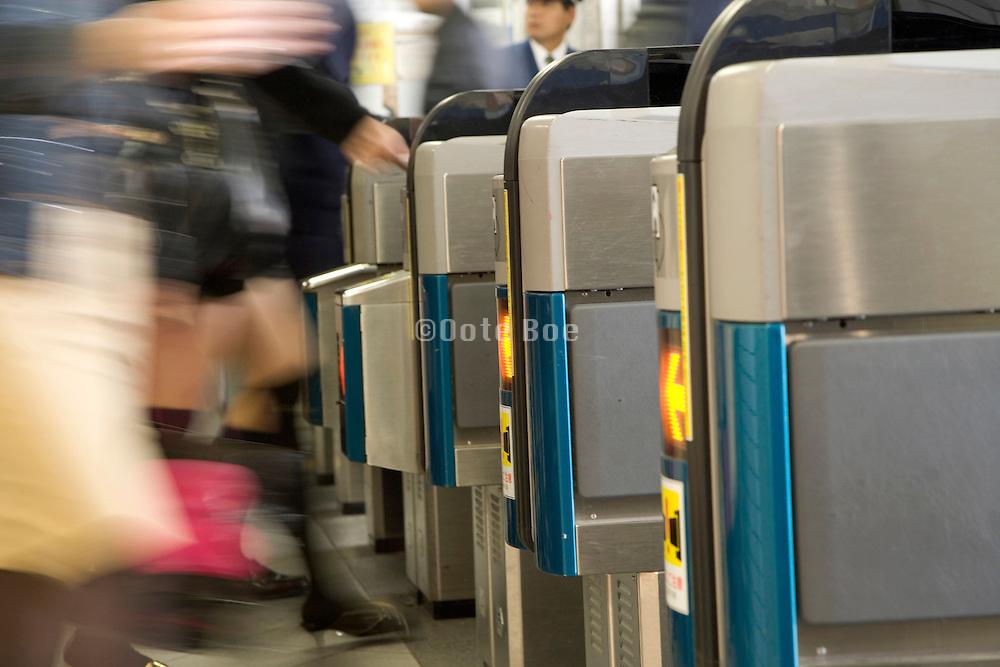 peeople entering into Tokyo subway system