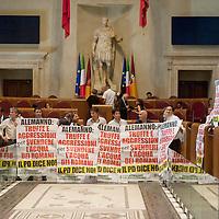 Vendita Acea, protesta in consiglio comunale
