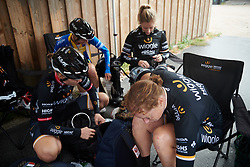 Wiggle High5 prepare their wet weather clothes at Ladies Tour of Norway 2018 Stage 2, a 127.7 km road race from Fredrikstad to Sarpsborg, Norway on August 18, 2018. Photo by Sean Robinson/velofocus.com