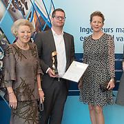 NLD/Delft/20160316 - Prinses Mabel en Prinses Beatrix aanwezig bij uitreiking Prins Friso Ingenieursprijs 2016 Tim Horeman-Franse verkozen tot Ingenieur van het Jaar v.l.n.r. KIVI-president Martin van Pernis, prinsessen Beatrix en Mabel.