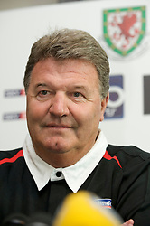 CARDIFF, WALES - Tuesday, March 31, 2009: Wales' manager John Toshack MBE during a press conference at the Vale of Glamorgan ahead of the 2010 FIFA World Cup Qualifying Group 4 match against Germany. (Pic by David Rawcliffe/Propaganda)