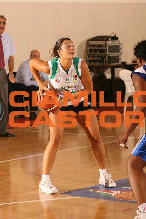 DESCRIZIONE : Cagliari Lega A1 Femminile 2006-07 Prima Giornata Trogylos Priolo Maddaloni Basket <br /> GIOCATORE : Sciacca Beatrice <br /> SQUADRA : Trogylos Priolo <br /> EVENTO : Campionato Lega A1 2006-2007 Prima Giornata <br /> GARA : Trogylos Priolo Maddaloni Basket <br /> DATA : 08/10/2006 <br /> CATEGORIA : Passaggio <br /> SPORT : Pallacanestro <br /> AUTORE : Agenzia Ciamillo-Castoria/S.D'Errico
