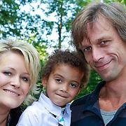 NLD/Hilversum/20110603 - CD presentatie Rene Karst, Erikah Karst, zoontje Jozef en partner Menno Drenth