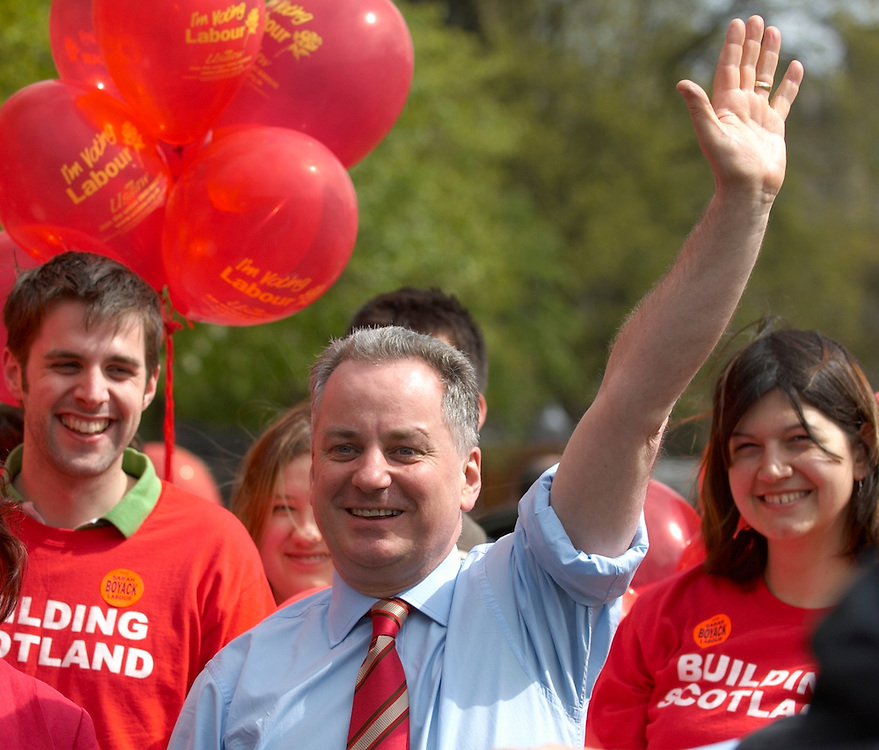 Edinburgh 29th April 2007 Scotland Firt Minister Jack McConnell campaining aginst SNP policy, ahead of Tursday Holyrood vote