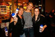 07-11-2015 VOETBAL: SUPPORTERCLUB BOWLINGAVOND<br /> De supportersclub Willem II organiseerde voor haar leden de jaarlijkse bowlingavond die deze keer heel goed bezocht was<br /> <br /> De winnaars bij de vrouwen<br /> 1. Larissa Op &lsquo;t Hoog (256)  (C)<br /> 2. Petra Vijfschaft (213) (R)<br /> 3. Mary Laverman (210) (L)<br /> <br /> Foto: Geert van Erven
