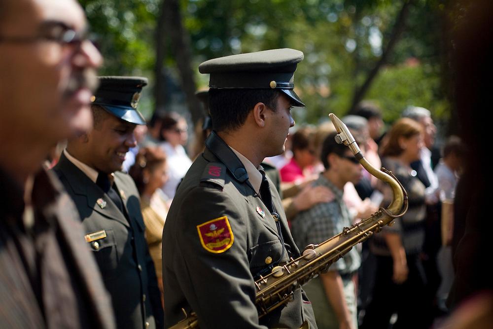 Caracas_VEN, Venezuela...Apresentacao musical da Banda da Policia Militar da Venezuela no centro de Caracas...Music Presentation of Band of the Military Police of Venezuela in Caracas. ..Foto: JOAO MARCOS ROSA / NITRO