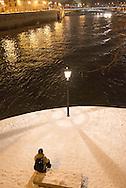 France. paris. 4th district. Quai de Bourbon on Saint Louis island / le quai de Bourbon et la pointe de l ile Saint Louis ,