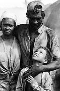 Família de carvoeiros escravizados, - Minas Gerais, MG..Enslaved coalmen's family, - Minas Gerais, MG.
