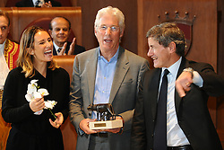 """03.11.2011, Kapitol, Rom, ITA, Lupa Capitolina an Richard Gere. Der US Schauspieler Richard Gere erhält in Anerkennung der Aktivitäten für Tibet den 'Lupa Capitolina' Preis. hier im Bild Sveva BELVISO deputy Major, Richard GERE, Gianni ALEMANNO Major of Rome. // U.S. Actor Richard GERE in Campidoglio to receive """"Lupa Capitolina"""" award for his trouble for Tibet, Rome, Italy on 03/11/2011. EXPA Pictures © 2011, PhotoCredit: EXPA/ InsideFoto/ Andrea Staccioli +++++ ATTENTION - FOR AUSTRIA/(AUT), SLOVENIA/(SLO), SERBIA/(SRB), CROATIA/(CRO), SWISS/(SUI) and SWEDEN/(SWE) CLIENT ONLY ++++"""