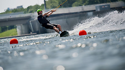 THEMENBILD - erste Hitzewelle des Jahres bahnt sich an, im Bild Wakeboarder an der Neuen Donau, aufgenommen am 10.Juni 2019 in Wien, Oesterreich // Over the next few days, the thermometer is expected to move in the direction of 35 degrees Celsius and above. Wien, Austria on 2019/06/10. EXPA Pictures © 2019, PhotoCredit: EXPA/ Michael Gruber