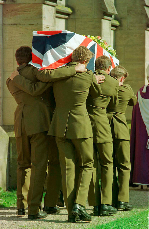 SAS troopers carry the coffin of one of the members of the Bravo Two Zero patrol killed in the first Gulf War. St. Martin's Church, Hereford, England, UK.