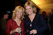 Première toneelstuk Annie M.G. op Soestdijk in Stadsschouwburg Utrecht. Met Annie M.G. op Soestdijk, een tragikomedie over liefde, trouw en ontrouw, geven ze een blik achter de schermen van Paleis Soestdijk eind jaren vijftig. <br /> <br /> Op de foto:   Claudia de Breij met haar vriendin Jessica