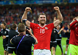 LILLE, FRANCE - Friday, July 1, 2016: Wales' Simon Church celebrates after 3-1 victory over Belgium and reaching the Semi-Final during the UEFA Euro 2016 Championship Quarter-Final match at the Stade Pierre Mauroy. (Pic by David Rawcliffe/Propaganda)