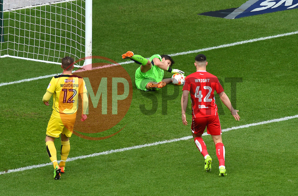Fabian Giefer of Bristol City in action against Burton Albion - Mandatory by-line: Paul Knight/JMP - 04/03/2017 - FOOTBALL - Ashton Gate - Bristol, England - Bristol City v Burton Albion - Sky Bet Championship