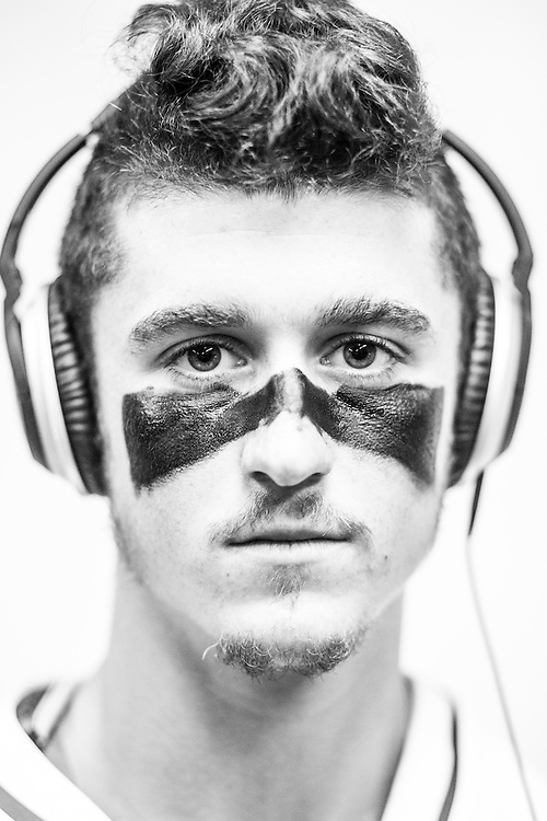 05/24/2015- Philadelphia, Penn. - Tufts midfielder Lucas Johnson, A17, shows off his eye black in the locker room at Lincoln Financial Field before the NCAA Division III Men's Lacrosse National Championship Game on May 24, 2015. (Kelvin Ma/Tufts University)