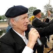 NLD/Hilversum/20070614 - Opening expositie Simplistisch Verbond, Van Kooten en De Bie: En wel hierom!, Kees van Kooten