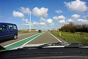 Nederland, Borsele, 15-4-2008..Langs een provinciale weg in Zeeland staat een windmolenpark...Foto: Flip Franssen/Hollandse Hoogte